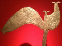 Forma zoomorfa o de azada.  Nzakara. República Centroafricana. Hierro.  Sala 3. Metalurgia Sagrada. Fragua de Civilización.
