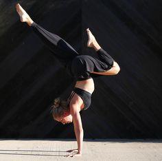 @giseleyoga in the #AloYoga Intention Pant #yoga #inspiration
