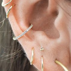 High Lobe: This new piercing trend conquers straight … – … – Frauenschmuck Fake Piercing, Tragus Piercings, Piercing Cartilage, Smiley Piercing, Cute Ear Piercings, Unique Piercings, Peircings, Mouth Piercings, Double Cartilage