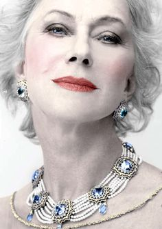 Helen Mirren wearing a necklace that could be done in Swarovski and pearls