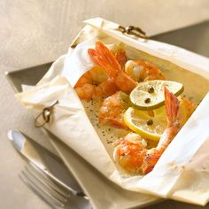 Découvrez la recette des papillotes de gambas au gingembre Cooking Time, Good Food, Awesome Food, Coco, Seafood, Lunch Box, Menu, Healthy Recipes, Homemade
