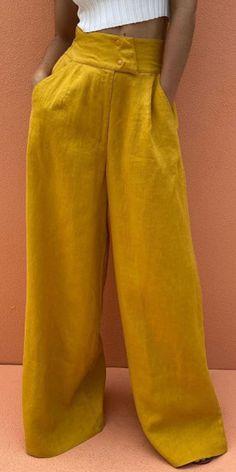 Fashion Pants, Fashion Outfits, Fashion Clothes, Pants For Women, Clothes For Women, Wide Leg Trousers, Holiday Fashion, Pattern Fashion, Legs