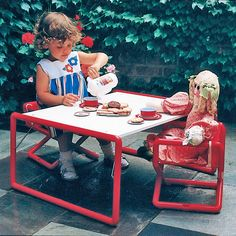 Hoohobbers kids table is perfectly sized to work with hoohobbers junior director chair, and offers a multitude of uses including playing on the patio outdoors, and anywhere else a child wants.