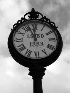 clock, Snohomish ...... we LOVE this area, BEST, endless antique shops and cafes of any historic Washington town