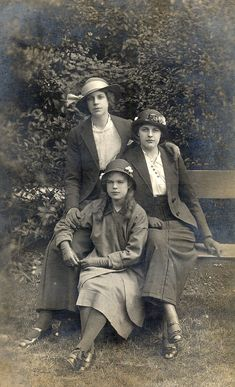 """""""Ladies of the 1920s."""" The darling in front looks mighty modern and fashion forward, like I'd see her at school. Her face doesn't look old fashioned.."""