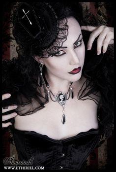 "victorian-goth: "" Victorian goth http://victorian-goth.tumblr.com/ """