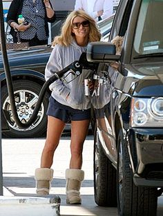Jessica Simpson & Uggs and daisy and a land rover. Love!