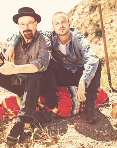 Bryan Cranston and Aaron Paul got Breaking Bad tattoos to commemorate the roles that transformed their careers. The final season of Breaking Bad will premiere this August Best Series, Best Tv Shows, Best Shows Ever, Favorite Tv Shows, Favorite Things, Serie Breaking Bad, Breking Bad, Fernanda Young, Mundo Hippie