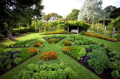 Parterre herb and vegetable garden at Heronswood. So beautiful! My dream vegetable garden...