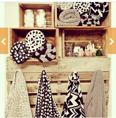 I love these shelves. Wonder if I can build some that looks like these my self in sted of trying to find boxes on the market?