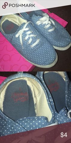 54fd1c28e92 Women canvas shoes Blue with white polka dots. Size 6 (Runs Big).