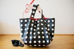 Einkaufstaschen - Riesige Wende-Strandtasche/Shopper aus Wachstuch - ein Designerstück von westendgirl bei DaWanda