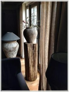 Rustic stump used to hold decorative pottery! Wabi Sabi, Rustic Chic, Modern Rustic, Home Interior Design, Interior Architecture, Boho Stil, My Living Room, Apartment Living, Sweet Home