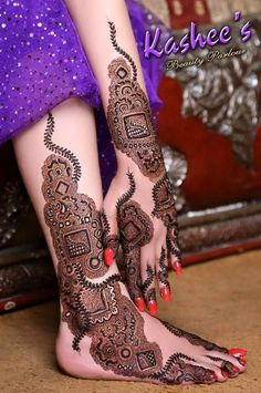 Dubai mehndi designs are the ultimate designs. because they have their own signature style. Be it in the form of tattoo, khaleeji, arabic or the dubai style mehndi designs are just beautiful to look at Pakistani Mehndi Designs, Best Arabic Mehndi Designs, Karva Chauth Mehndi Designs, Kashee's Mehndi Designs, Latest Bridal Mehndi Designs, Legs Mehndi Design, Mehndi Designs For Girls, Beautiful Mehndi Design, Mehndi Design Images