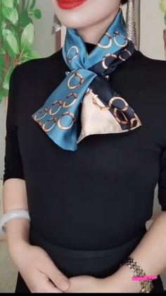 Ways To Tie Scarves, Ways To Wear A Scarf, How To Wear Scarves, Square Scarf How To Wear A, Square Scarf Tying, Scarf Wearing Styles, Scarf Styles, Diy Fashion Hacks, Fashion Tips