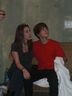Justin looks just like Pattie right here