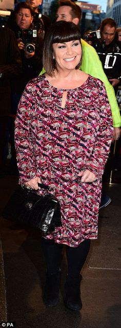 Dawn French looking lovely in Anna Scholz at the premier of Photograph 51 #plussizedesigner