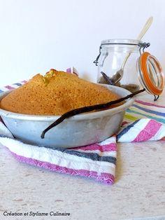 gâteau sans gluten a la compote de pomme   3 oeufs  150 g de sucre  3 cuillères à soupe d'huile (tournesol ou olive)  75 g de farine de millet   50 g d'amandes en poudre  25 g de fécule de maïs ou de pomme de terre (pour alléger)  150 g de compote de pommes sans sucres ajoutés  5 g de poudre à lever sans gluten ou de bicarbonate de sodium  1 cuillère à soupe de rhum  vanille en poudre Cuire environ 35 minutes à 180°C.