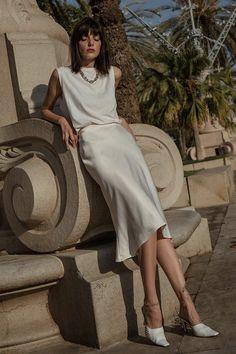 Paz Halabi - - all white - verão - street style Midi Dress Outfit, White Midi Dress, Ibiza Outfits, Fashion Outfits, Style Fashion, Muscle Tee Outfits, White Skirt Outfits, Look Blazer, Vestido Casual