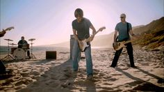 Wishing for summertime to roll around? Watch @Keith Urban's #LongHotSummer music video to get in the mood!