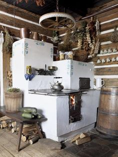 rustic kitchen-love it! A great masonry/cob stove idea Cooking Stove, Cooking Lamb, Cooking Turkey, Rocket Stoves, Earthship, Foyers, Design Case, Tiny Homes, Interior And Exterior