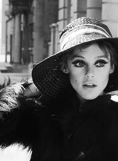 Edie Sedgwick by Andy Warhol Edie Sedgwick, Black And White Aesthetic, Black And White Design, Sixties Fashion, Mod Fashion, Girl Fashion, 60s Icons, Style Icons, Andy Warhol