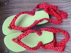 Chinelo de dedo vira sandália | Feito em Casa (Encerrado) Fabric Flip Flops, Flip Flop Shoes, Diy For Kids, Me Too Shoes, Daily Fashion, Diy And Crafts, Fashion Shoes, Sewing, Crochet Necklace