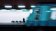 Mal presagio #photographer #photography #streetphotography #urbanphotography #urban #urbanphoto #coldlight #metrosantiago #metro #subway #underground #chile #fotografia http://tipsrazzi.com/ipost/1505872096281862344/?code=BTl7rFwDaDI