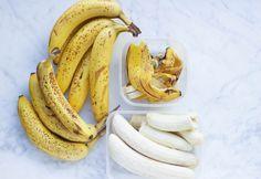 Rijpe bananen zijn niet alleen ontzettend lekker zoet en daardoor perfect te gebruiken in allemaal healthy vegan recepten, hoe rijper de banaan hoe makkelij