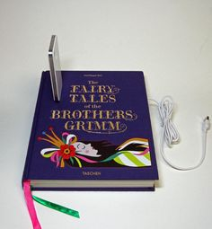 Cool Upcycling Projects - Make your own phone charging dock with an old story book