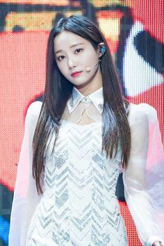 K-Pop Babe Pics – Photos of every single female singer in Korean Pop Music (K-Pop) Pretty Korean Girls, Pretty Asian, Beautiful Asian Girls, South Korean Girls, Perfect Model, Female Singers, K Pop, Korean Girl Groups, Girl Pictures