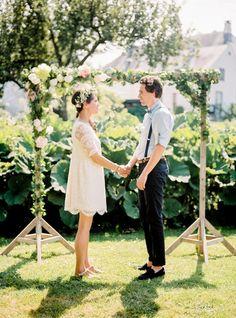 Un mariage simple et champêtre Home Wedding, Summer Wedding, Dream Wedding, Garden Wedding Decorations, Wedding Themes, Sheath Wedding Gown, Wedding Dress, Wedding Planer, Wedding Photo Inspiration