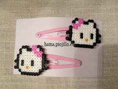 Horquillas de Hello Kitty en color rosa, tanto el lazo como la horquillas sobre la que va montada.