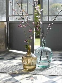 bonbonne ou dame jeanne intemporaine deco floral yellow vase green vase