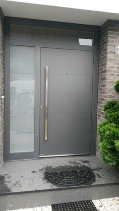 trendy ideas for wood house modern exterior front doors Modern Entrance Door, Modern Front Door, House Front Door, House Doors, House Entrance, Entry Doors, The Doors, Door Gate Design, Main Door Design