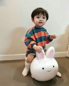 My future son Cute Baby Boy, Cute Little Baby, Lil Baby, Little Babies, Cute Boys, Kids Boys, Baby Kids, Cute Asian Babies, Korean Babies
