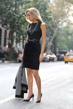 Hola Esther! Tengo un vestido negro tipo cóctel desde hace muchos años, es un muy sencillo, de tirantes anchos y de largo hasta las rodillas, me gustaría poder combinarlo para poder usarlo a diario para ir a trabajar o dar una vuelta. Muchas gracias Lucía U.  Hola Lucía! El vestido que comentas es un...