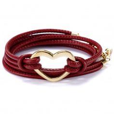 """Das Charity-Wickelarmband """"Heart"""" mit in eleganten Rot mit dem hinreißenden Herz aus vergoldetem Edelstahl ist ein echter Eyecatcher für deinen glänzenden Auftritt. Versandkostenfrei bei melovely.de"""