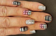 Diseños de uñas con rayas y colores, diseños de uñas con rayas.   #uñasdecoradas #nailart #uñasfinas