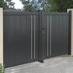 We have a large range of swing gates to protect your home in style, ✅ state-of-the-art material ✅ Direct factory prices ✅ Resistant to the most extreme weather conditions ✅ 10 year manufacturer guarantee Home Gate Design, Grill Gate Design, House Main Gates Design, Steel Gate Design, Front Gate Design, Fence Design, Iron Main Gate Design, Door Design, Modern Main Gate Designs