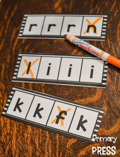 -I would use this to assess letter recognition- Visual Discrimination {Pre-Reading Skills for Little Ones} Kindergarten Literacy, Preschool Classroom, Preschool Learning, Early Learning, Learning Spanish, Classroom Decor, Pre K Activities, Alphabet Activities, Preschool Activities