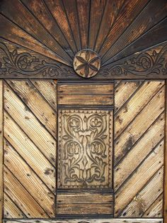 Székelykapu-Erdély Amazing Architecture, Architecture Details, Matthias Corvinus, Dance Wallpaper, Old Gates, Wooden Gates, Natural Scenery, Old Doors, Treehouse
