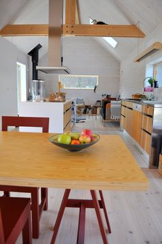 Val: Slåtteråsen Modern Barn House, Modern House Design, Small House Images, Compact Living, Summerhouse Ideas, Kitchen Dining, House Plans, Barn Houses, Aperture