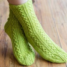 SweetGeorgia Slackcountry Socks (Free PDF) (Knit) Knitting Socks, Hand Knitting, Knit Socks, Stitch Patterns, Knitting Patterns, Crochet Patterns, Chunky Crochet, Knit Crochet, Stockinette