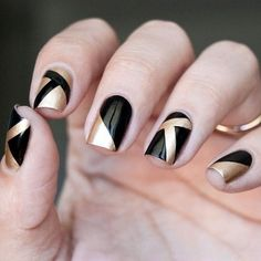 If after a while you want to get crazy, then go for black nail art designs! These interesting nails will surely keep you entertained! Black Gold Nails, Gold Nail Art, Black Nail Art, Metallic Nails, Acrylic Nails, Glitter Gel, Pink Glitter, Black Art, Pink Black