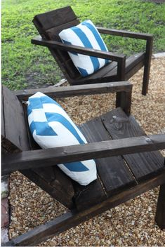 DIY adirondack chairs Simple Furniture, Inexpensive Furniture, Furniture Making, Picture Frame Molding, Colourful Living Room, Thanksgiving Table Settings, Custom Drapes, How To Make Pillows, Diy Chair