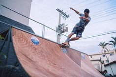 Não é só de aéreo. Joãozinho backSmithing... 400 tricks na mesma linha apavorando a MiniRamp do SuperChill !!!  @theopaul #superchillskatebar @superchillskatebar by superchillskatebar
