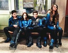 Exactly a week ago the last episode aired❤ @theparisberelc @bradley_s_perry12 @jakeshort @kelliberglund @billyunger #labratseliteforce #behindthescenes