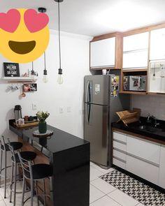 33 Attractive Small Kitchen Design Ideas (A Solution for Budget Kitchens) White Kitchen Decor, Home Decor Kitchen, Kitchen Living, Kitchen Ideas, Kitchen Room Design, Kitchen Layout, Interior Design Kitchen, Small Modern Kitchens, Kitchen Small
