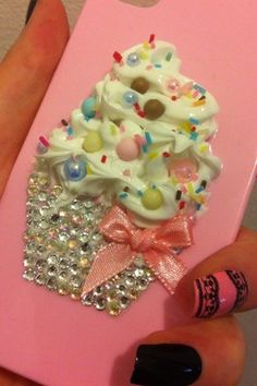 decoden whipped cream cupcake with rhinestones Decoden Phone Case, Diy Phone Case, Cute Phone Cases, Iphone Cases, Clay Crafts, Diy And Crafts, Crafts For Kids, Perler Beads, Kawaii Cute